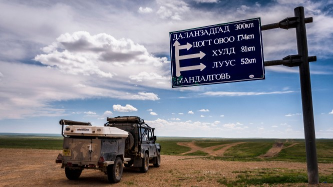 The 1st road sign in 2000km... going the other way!